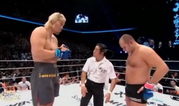 Fedor Emelianenko and Hong Man Choi in the ring.