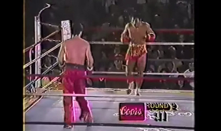 Muay Thai fighter vs Kickboxer.