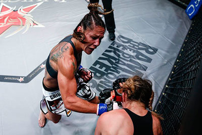 Cris Cyborg Justino Destroys Another Opponent.