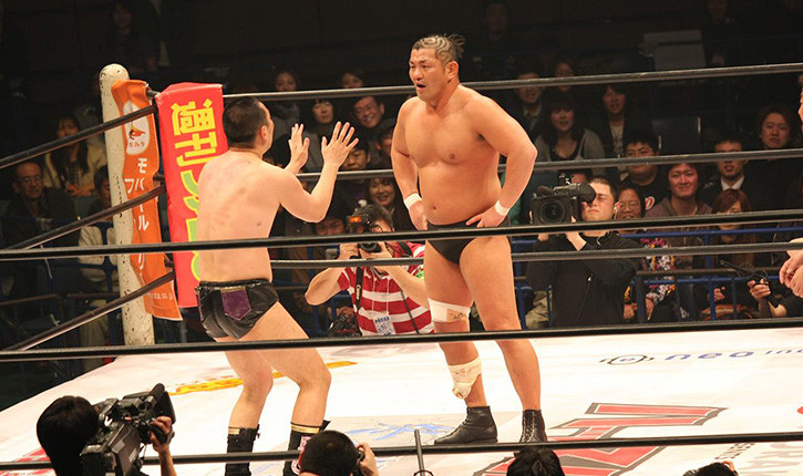 Minoru Suzuki pro wrestling with opponent.
