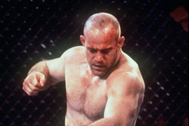 Mark Schultz mounts other fighter at UFC 9.