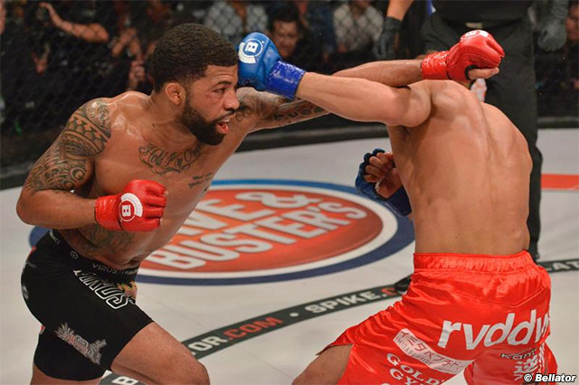 LC Davis trades punches with Hideo Tokoro in their classic 2015 fight.