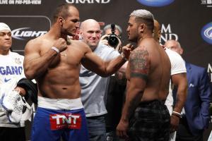 Mark Hunt squares off with Junior Dos Santos before their UFC 160 fight.