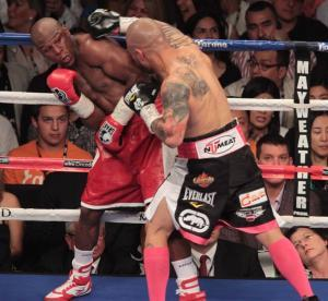Floyd Mayweather avoids punch from Miguel Cotto.