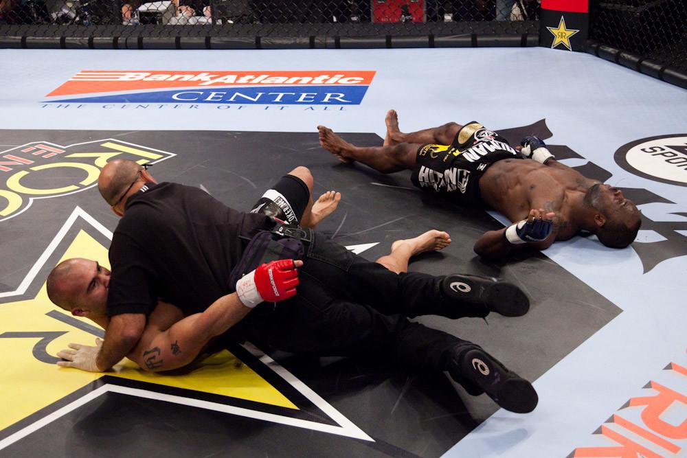 Robbie lawler fights Melvin Manhoef