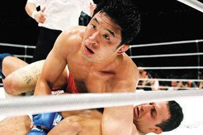 Sakuraba dislocates Renzo Gracies arm.