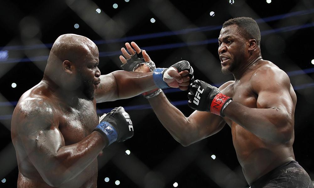 Francis Ngannou vs Derrick Lewis exchanging blows.