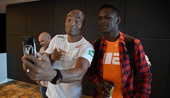 Anderson Silva poses alongside Israel Adesanya.