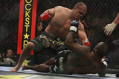 Robbie Lawler vs Melvin Manhoef in Strikeforce.