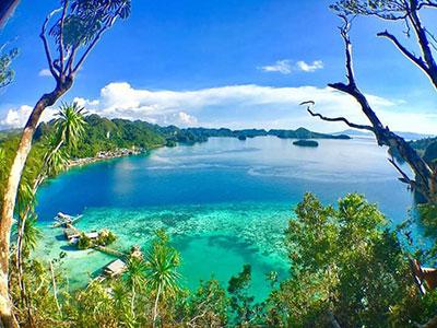 The blue lagoon on fight Island.